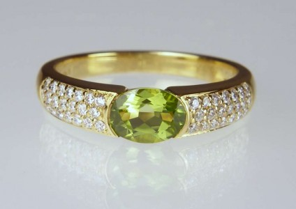 Peridot & diamond ring - 1ct peridot oval set with 0.26ct H colour VS clarity round brilliant cut white diamonds in 18ct yellow gold
