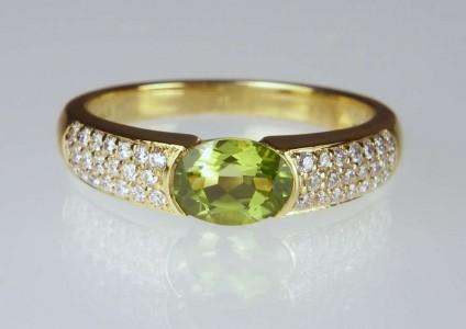 Peridot & diamond ring - 1ct peridot oval set with 0.26ct H colour VS clarity round brilliant cut white diamonds in 18ct yellow gold
