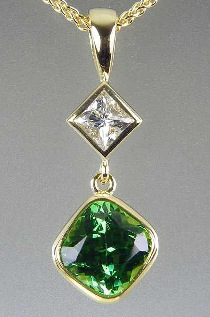 Tsavorite & diamond pendant - Tsavorite green garnet & princess cut diamond pendant in 18ct yellow gold.