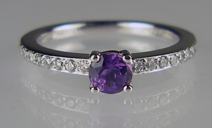 Purple sapphire & diamond ring in platinum - 0.44ct round brilliant cut purple sapphire set with 0.14ct diamonds in platinum.