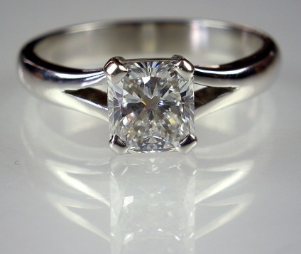 Diamond Ring in Platinum - 1.03ct radiant cut diamond F/VVS set in platinum.
