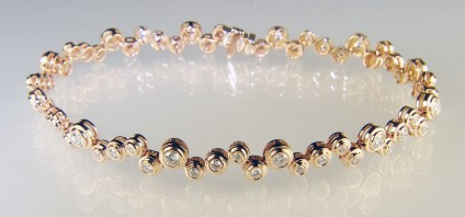 Diamond bracelet in rose gold - Beautiful diamond bracelet in 18ct rose gold set with 1.40ct round brilliant cut diamonds in G colour VS clarity.