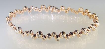 Diamond bracelet in rose gold - Beautiful diamond bracelet in 18ct rose gold set with 1.40ct round brilliant cut diamonds in G colour VS clarity.