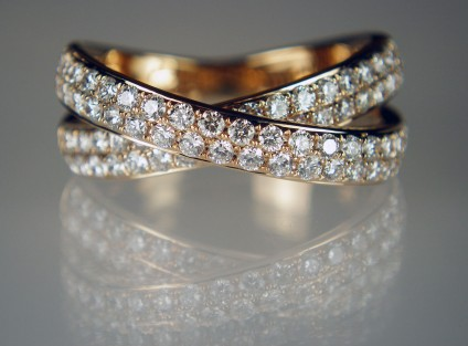 Diamond crossover ring in 18ct rose gold - 1.00ct of round brilliant cut diamonds in G colour VS clarity set in 18ct rose gold