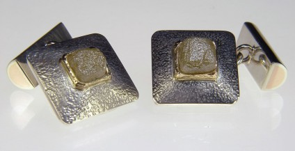 Diamond cufflinks in gold - Rough (unfacetted) natural yellow diamond cubes set in 9ct white & yellow gold cufflinks