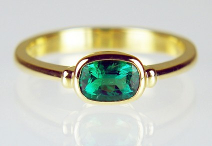 Emerald ring rubover set in yellow gold - 0.45ct antique cut emerald rubover set in 18ct yellow gold ring