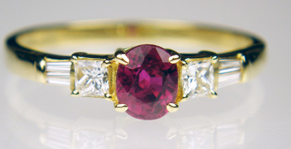 Ruby & diamond ring in 18ct yellow gold - Delicate & pretty ring set with 0.63ct ruby & 0.20ct diamonds all set in 18ct gold. Size N