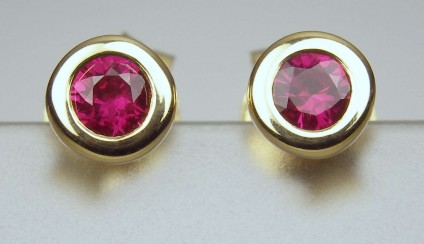 Ruby earstuds - 0.22ct top quality ruby rubover set in 18ct yellow gold earstuds