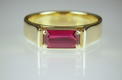Ruby ring in yellow gold - 1.51ct Tanzanian ruby (certified unheated) set in 18ct yellow gold.