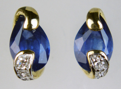 Sapphire & diamond earstuds in 9ct yellow gold - Dainty pear cut sapphires weighing 0.864ct and set with 1 point of round brilliant cut diamonds in 9ct yellow gold. Earstuds are 8mm long.