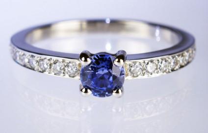 Sapphire & diamond ring in platinum - 0.41ct round brilliant cut sapphire set with 0.30ct diamonds in platinum