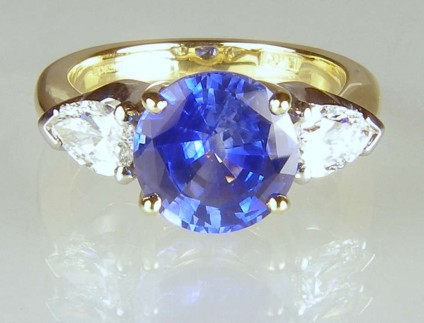 Sapphire & diamond ring - 3.29ct round cut fine blue sapphire from Sri Lanka set with a 0.81ct matched pair of G colour/VS clarity pear cut diamonds mounted in platinum & 18ct yellow gold