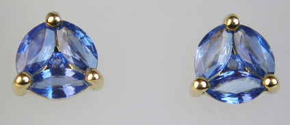 Sapphire earstuds in 9ct yellow gold - Pretty pale blue earstuds set with marquise and round cut sapphires mounted in 9ct yellow gold