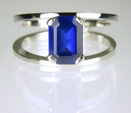 Sapphire ring in platinum - Sapphire Ring 2.06ct unheated Burmese sapphire set with diamonds in platinum.