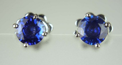 Blue Sapphire Earstuds - 1.07ct pair of round brilliant cut blue sapphires in 18ct white gold 4 claw stud earrings