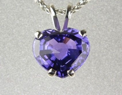 Purple sapphire heart pendant in platinum - Sapphire pendant - Pendant in platinum with 1.97ct purple colour change sapphire from Madagascar.