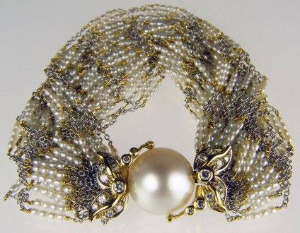 Seed pearl & diamond bracelet - Beautiful and delicate tiny seed pearl multistrand bracelet in 18ct yellow and white gold with a large round shaped cultured pearl and diamond clasp. This item is second hand and is thought to be of Venetian manufacture from the 1980s-90s. There is a matching necklace. The sale price £6900 is for the necklace and bracelet sold as a set.