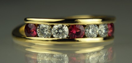 Red Spinel & Diamond Ring - Red spinel and E colour VS clarity diamonds, all 3mm rounds,  set in 18ct yellow gold twist ring