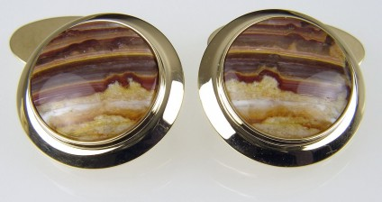 Agate cufflinks in gold - Cufflinks of banded agate from the USA (locally known as sugar opal) set in 9 carat yellow gold. 20mm round.
