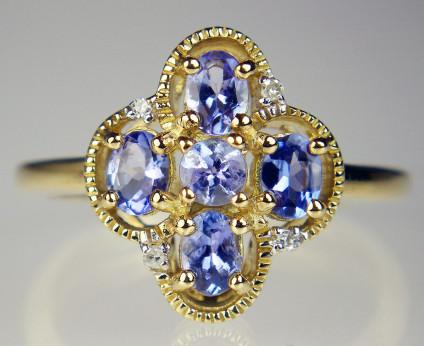 Tanzanite & diamond ring in 9ct yellow gold - Pretty tanzanite & diamond ring in 9ct yellow gold. Gemset head 13x12mm.
