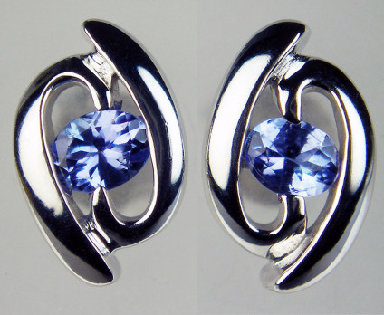 Tanzanite earstuds in 9ct white gold - Oval tanzanite pair weighing 0.344ct, set in 9ct white gold. These stylish earstuds are 11mm long and 7mm wide