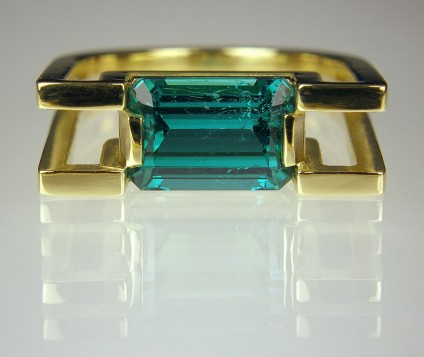 Tourmaline ring in gold - Sea green Afghan tourmaline of 2.95ct set in 18ct yellow gold. Head 20 x 7mm.