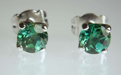 Sea green tourmaline earstuds in 18ct white gold - Beautiful sea green 5.5mm tourmaline rounds set as stud earrings in 18ct white gold