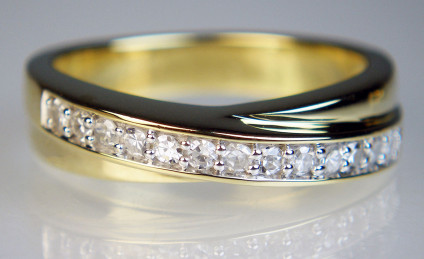 Diamond ring in 9ct yellow gold - 50pt of round brilliant cut diamonds set in 9ct yellow gold